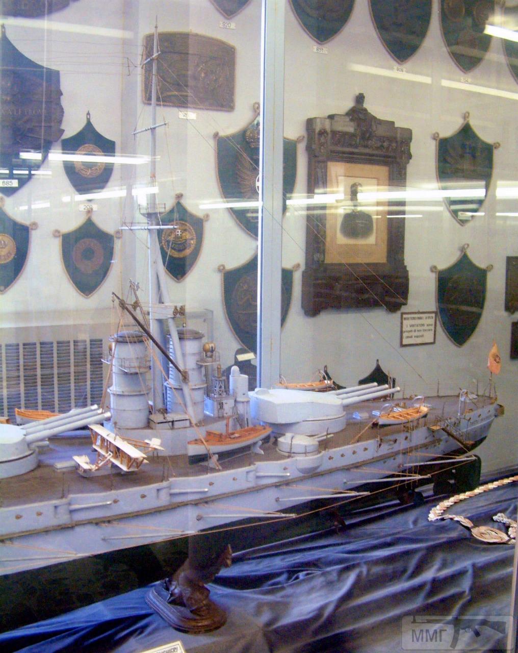 """76049 - Модель линкора """"Данте Алигьери"""" в Музее военно-морской техники в Специи."""