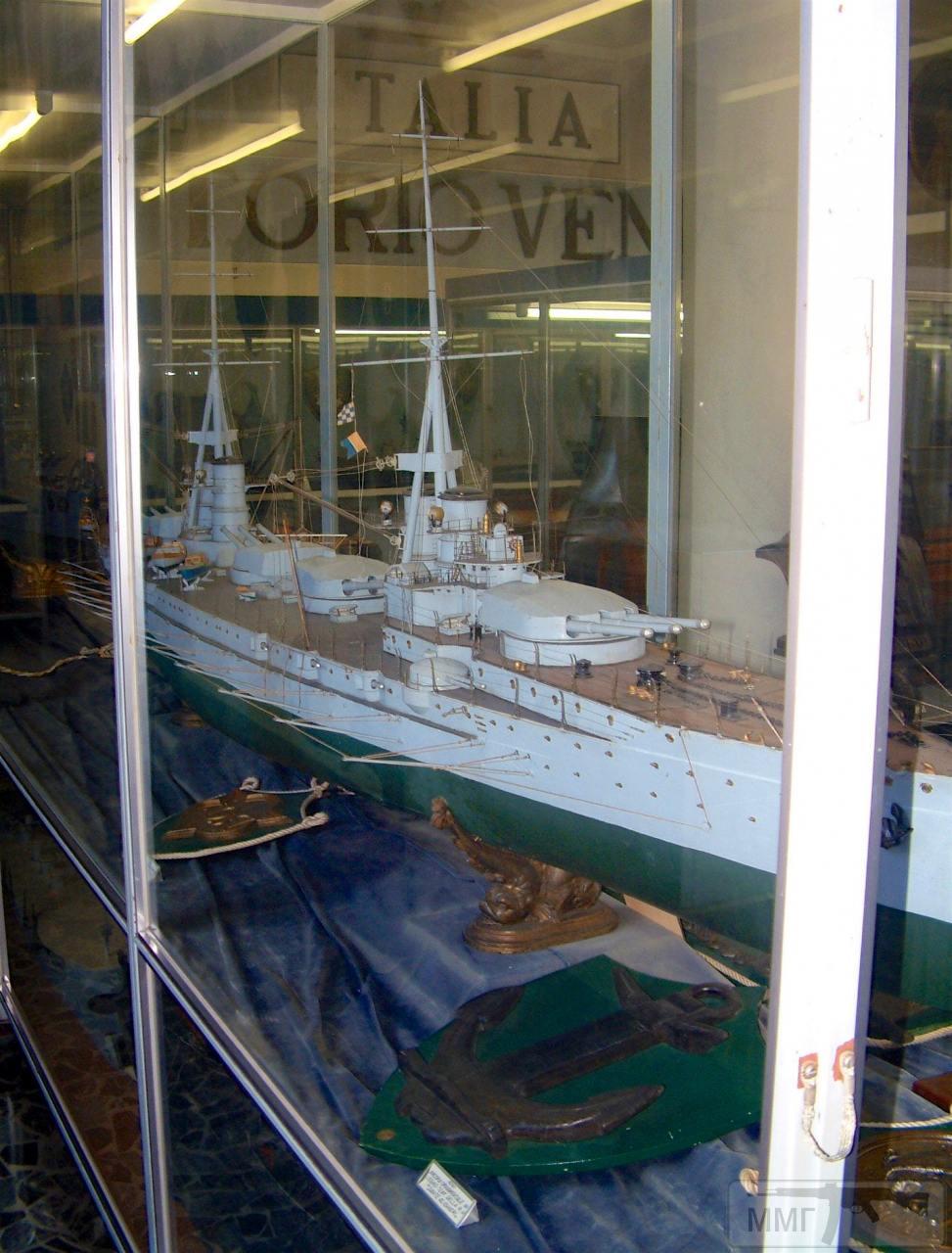 """76050 - Модель линкора """"Данте Алигьери"""" в Музее военно-морской техники в Специи."""