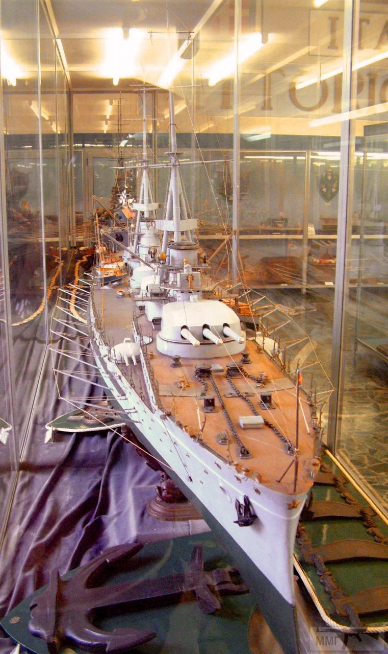 """76051 - Модель линкора """"Данте Алигьери"""" в Музее военно-морской техники в Специи."""