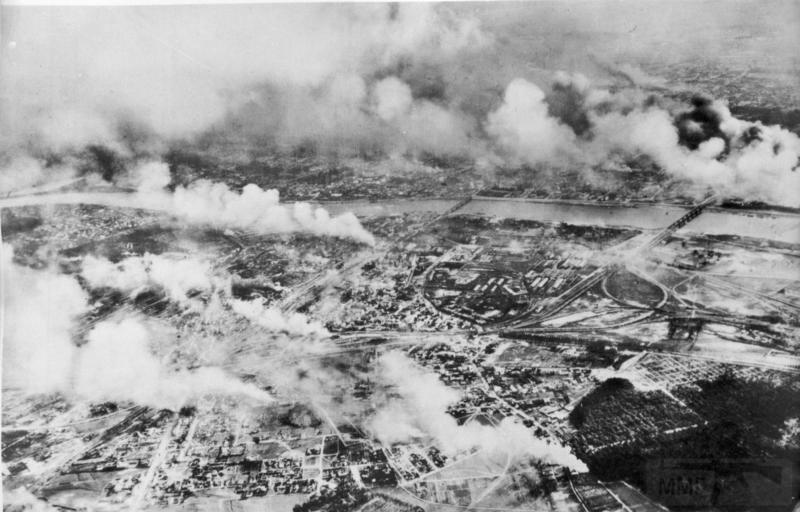 8011 - Горящая Варшава, сентябрь 1939