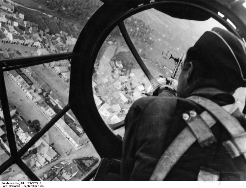 8012 - Вид из кабины He-111, Польша, 1939