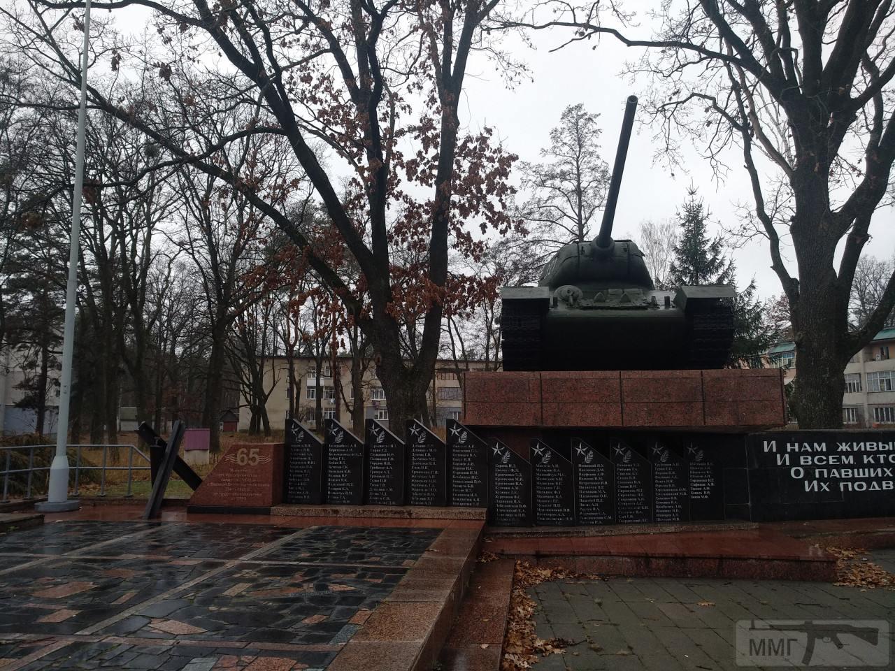 82063 - Танки-памятники в Украине