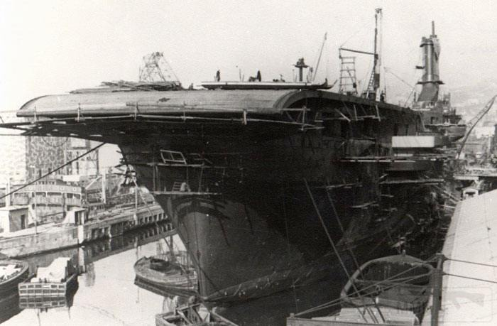 8608 - Aquila under construction in Genoa