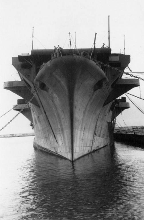 8692 - Aquila, 1943, Genova