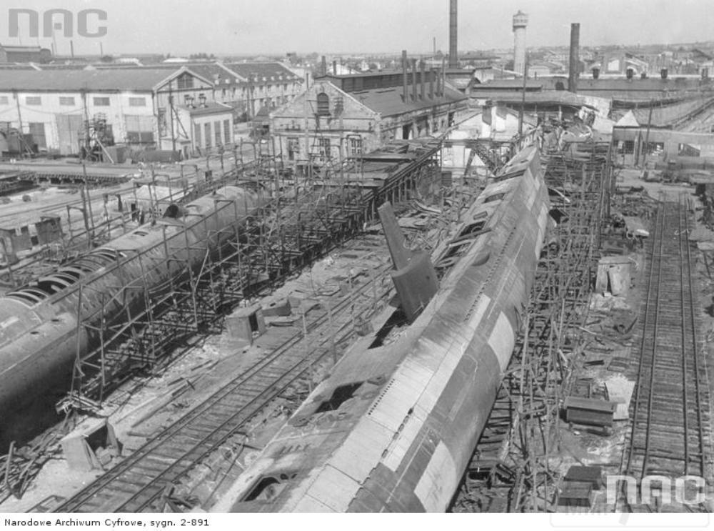 8937 - Недостроенные подводные лодки на захваченных немцами Николаевских верфях. 1941 год.
