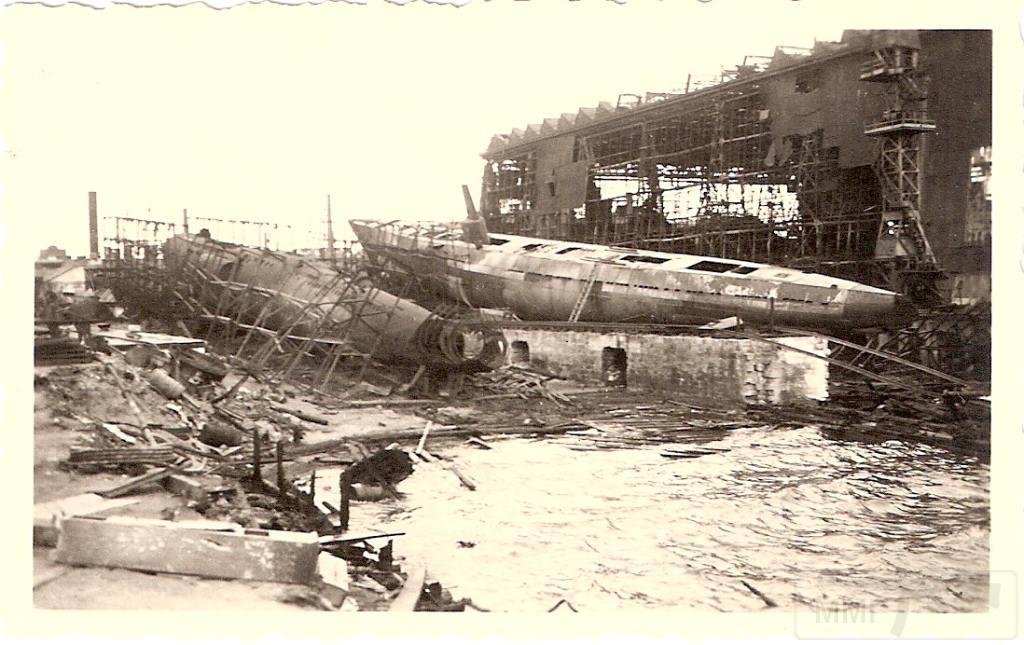 8938 - Немецкое фото захваченных подводных лодок в Николаеве на  Черноморском судостроительном заводе.