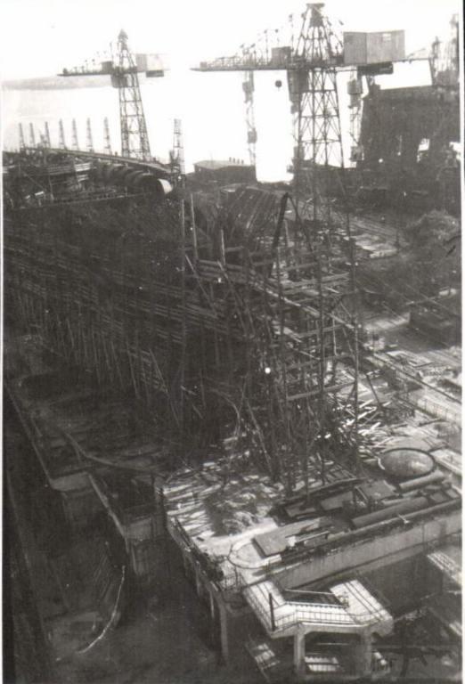 8939 - На стапеле недостроенный крейсер пр.68 «Орджоникидзе». Николаев. 1941 год.