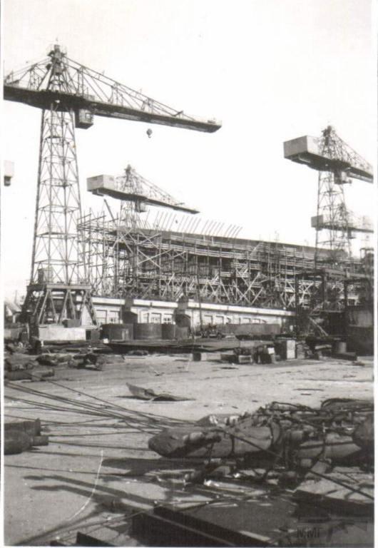 8940 - Завод им. 61 коммунара. На стапеле недостроенный крейсер пр.68 «Свердлов».