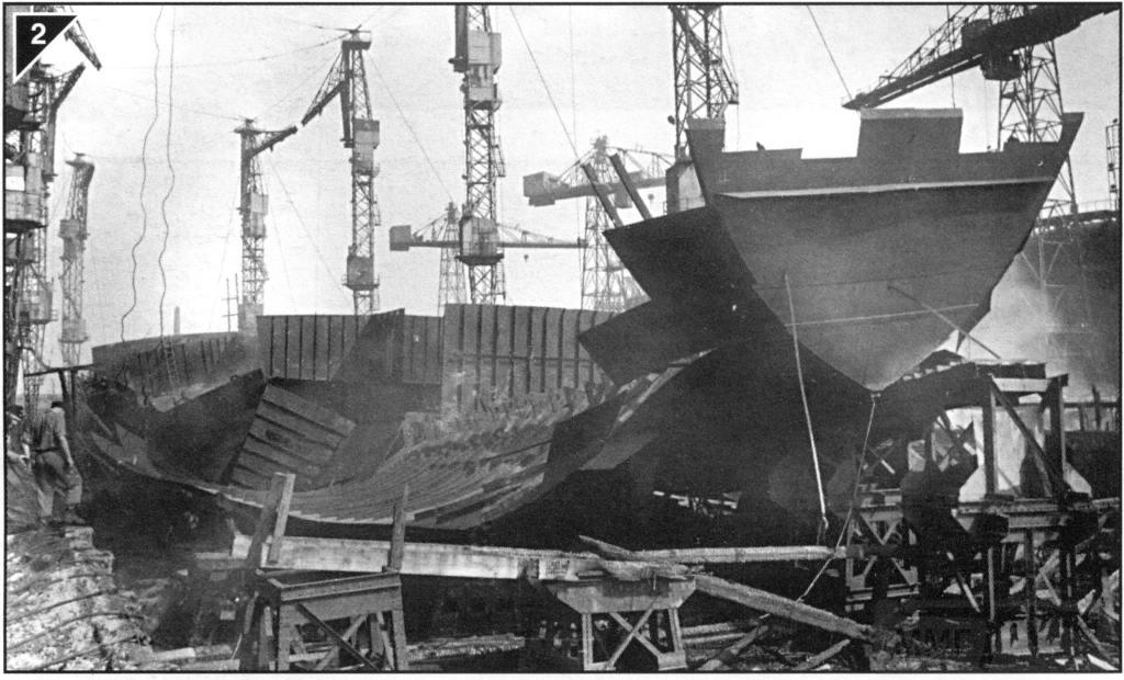 8941 - «Остов» недостроенного лёгкого крейсера пр.68 «Орджоникидзе» на стапеле после освобождения Николаева. 1944 год.