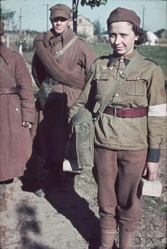 89558 - Женщины в плену.