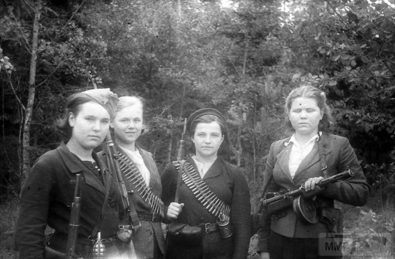 90562 - Женщины на войне.