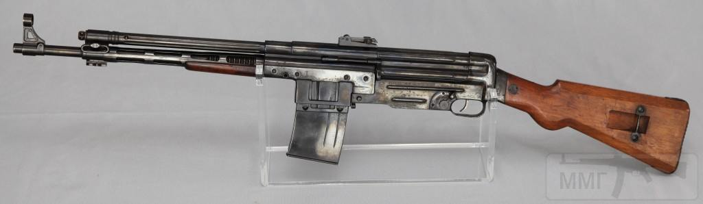 9140 - Fusil Asalto CB-51, in 7.92x40mm (left)