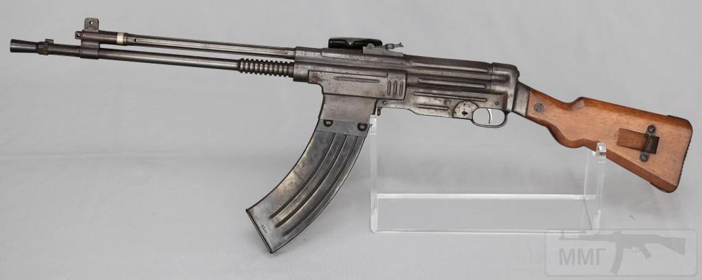 9142 - Fusil Asalto CB-52, in 7.92x51mm (left)