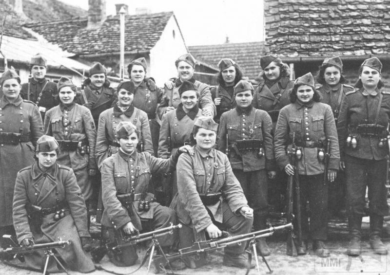 92536 - Женщины на войне.