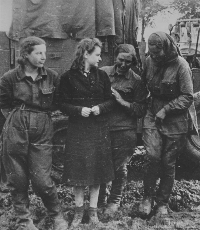 92541 - Женщины в плену.
