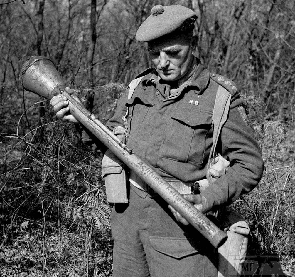 92653 - Ручной противотанковый гранатомет Panzerfaust (Faustpatrone)