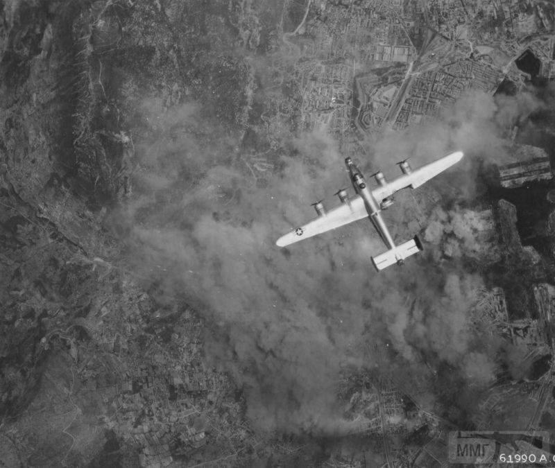 92682 - Стратегические бомбардировки Германии и Японии