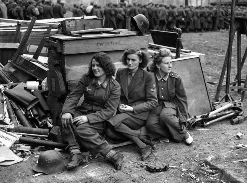 93825 - Женщины на войне.