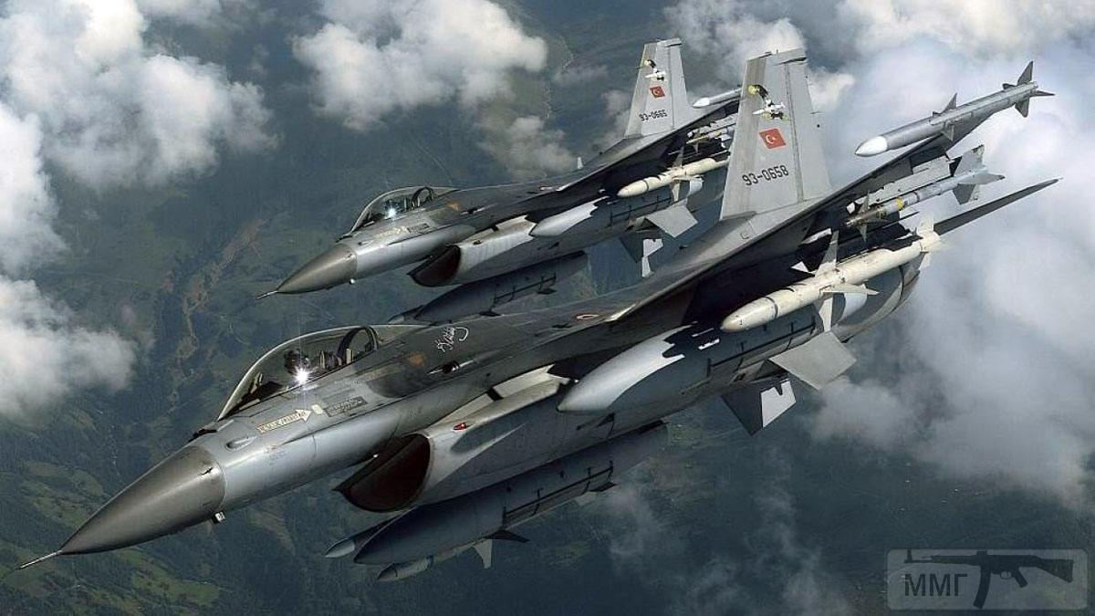 95011 - Су-27 ведет учебные бои с F-16 в Неваде