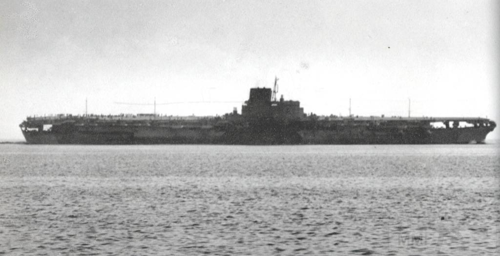 9623 - IJN Shinano underway during sea trials in Tokyo Bay